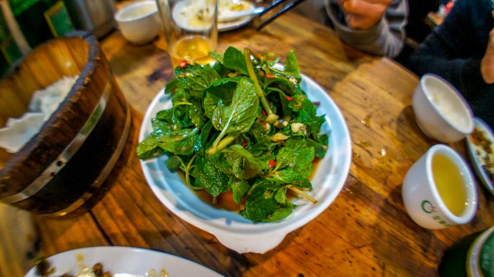 Kuchnia Yunnanu: Sałatka z mięty