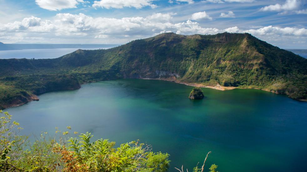 Wulkan Taal – piękny i bestia