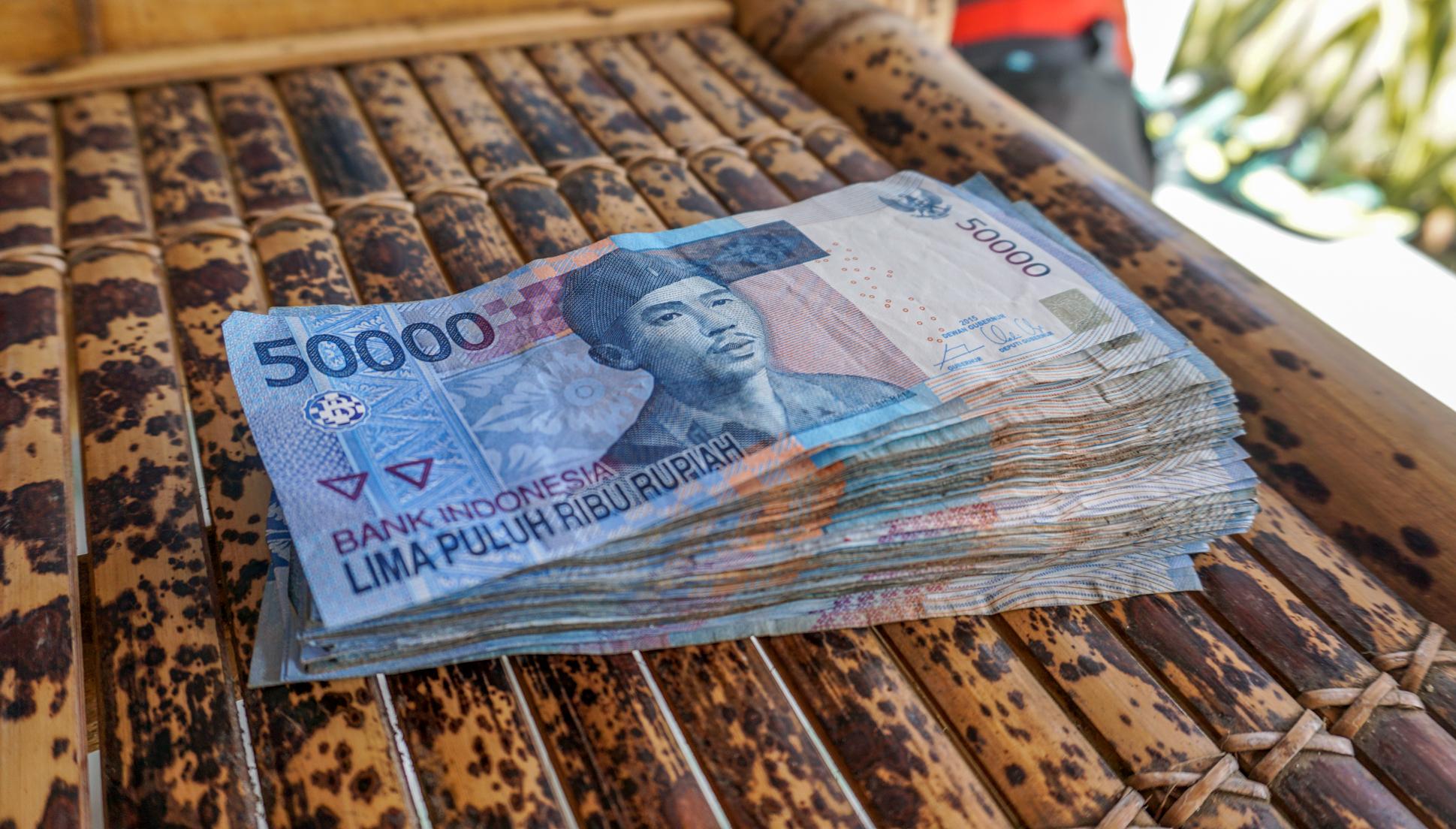 Pieniądze w podróży – praktyczny poradnik