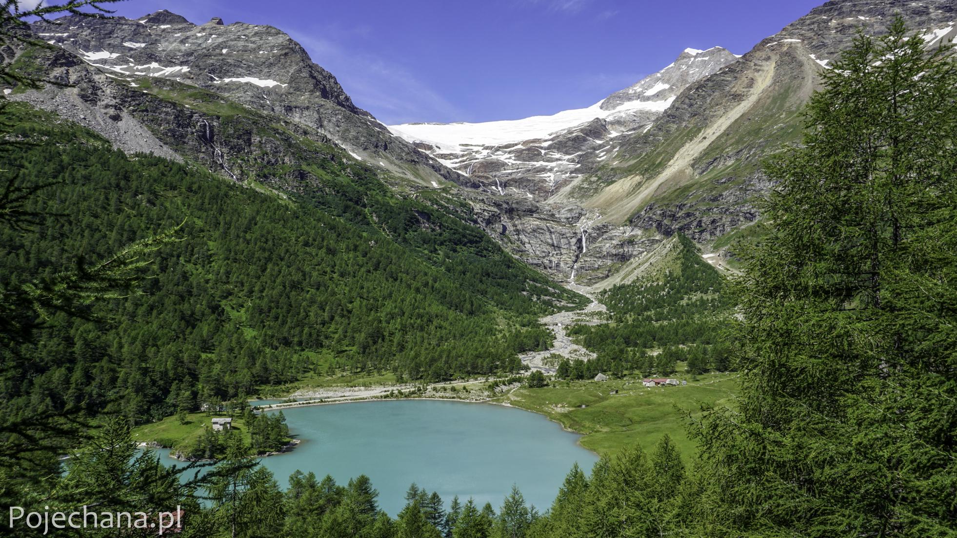 turkusowe jezioro u stóp lodowca